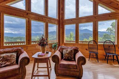 Appalachian Lodge, 4 Bedrooms, Stunning View, Hot Tub, Wifi, Sleeps 16