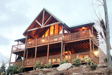 Majestic Point Lodge, 5 Bedrooms, Pool Access, Views, Wifi, Sleeps 16