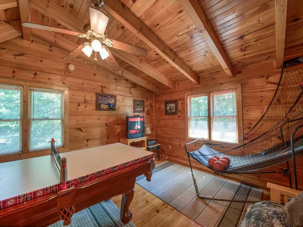 Photo of a Gatlinburg Cabin named Twilight Ridge - This is the tenth photo in the set.