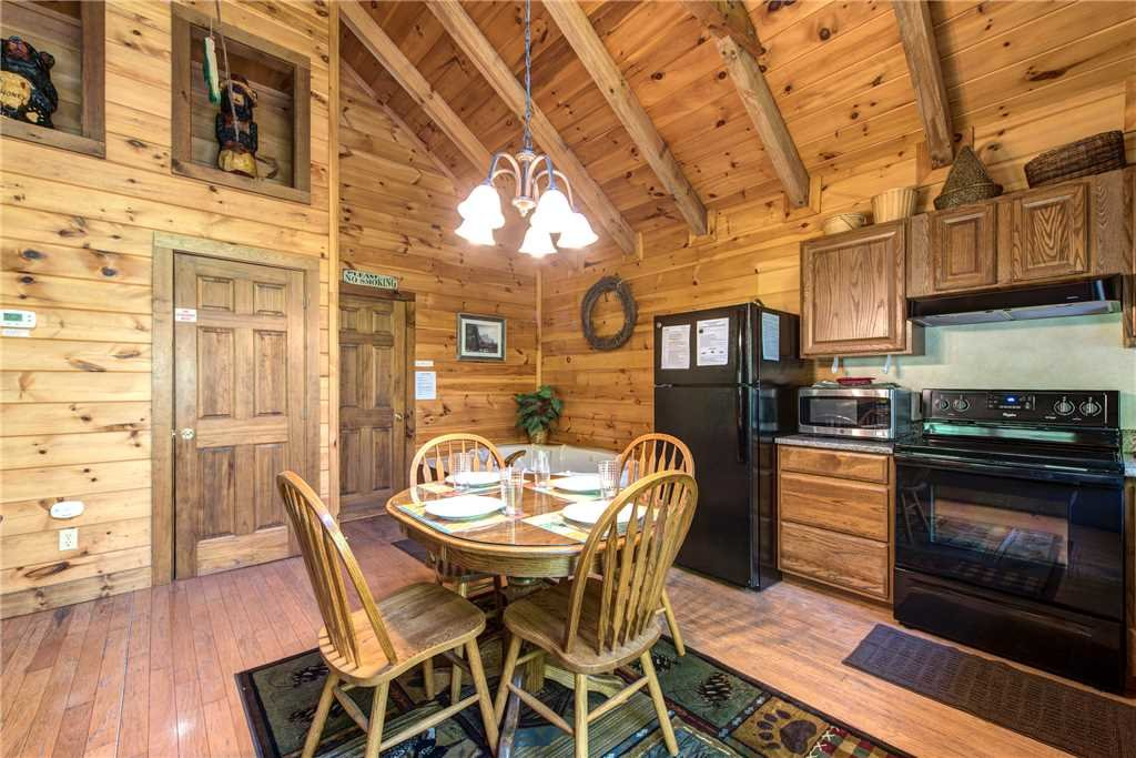 Photo of a Gatlinburg Cabin named Fawn Cabin - This is the sixth photo in the set.