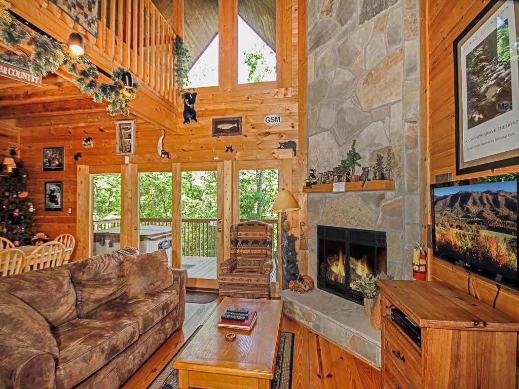Bear Country Cabin Cabin In Gatlinburg W 2 Br Sleeps6