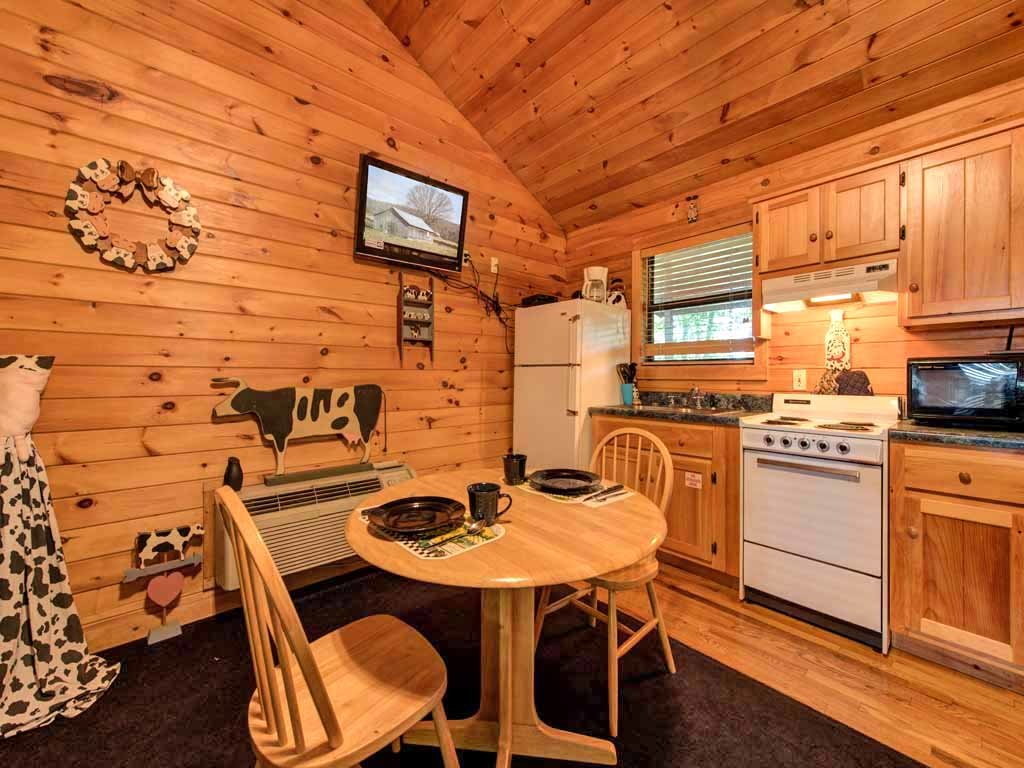 Photo of a Sevierville Cabin named Country Getaway - This is the fifth photo in the set.