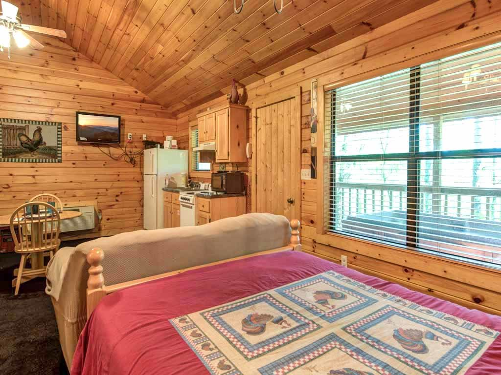 Photo of a Sevierville Cabin named Rooster Way - This is the eighth photo in the set.