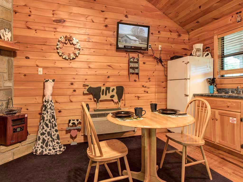 Photo of a Sevierville Cabin named Country Getaway - This is the sixth photo in the set.