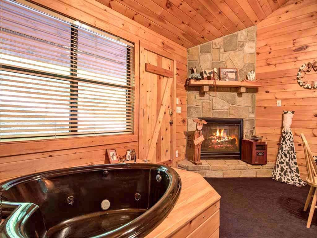 Photo of a Sevierville Cabin named Country Getaway - This is the ninth photo in the set.