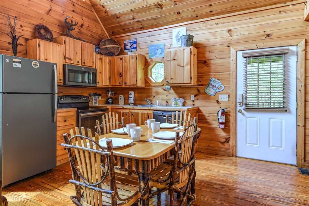 Photo of a Gatlinburg Cabin named To Have And To Hold - This is the third photo in the set.