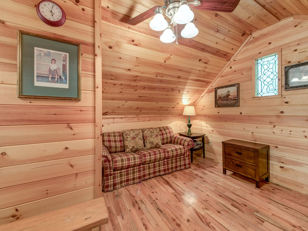 Photo of a Gatlinburg Cabin named Simple Pleasures - This is the fourteenth photo in the set.