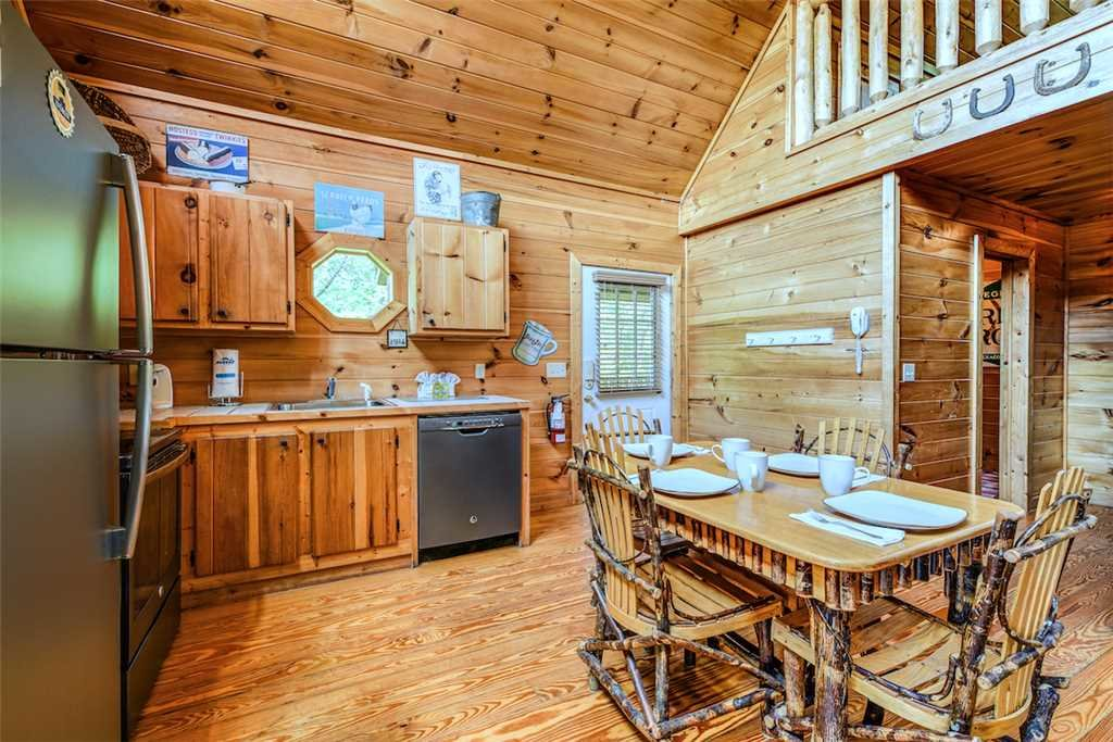 Photo of a Gatlinburg Cabin named To Have And To Hold - This is the fourth photo in the set.