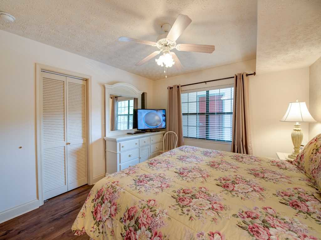 Photo of a Gatlinburg Condo named Roaring Romance - This is the fourteenth photo in the set.