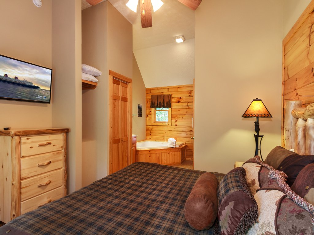 Photo of a Gatlinburg Cabin named Saddle Ridge - This is the twelfth photo in the set.