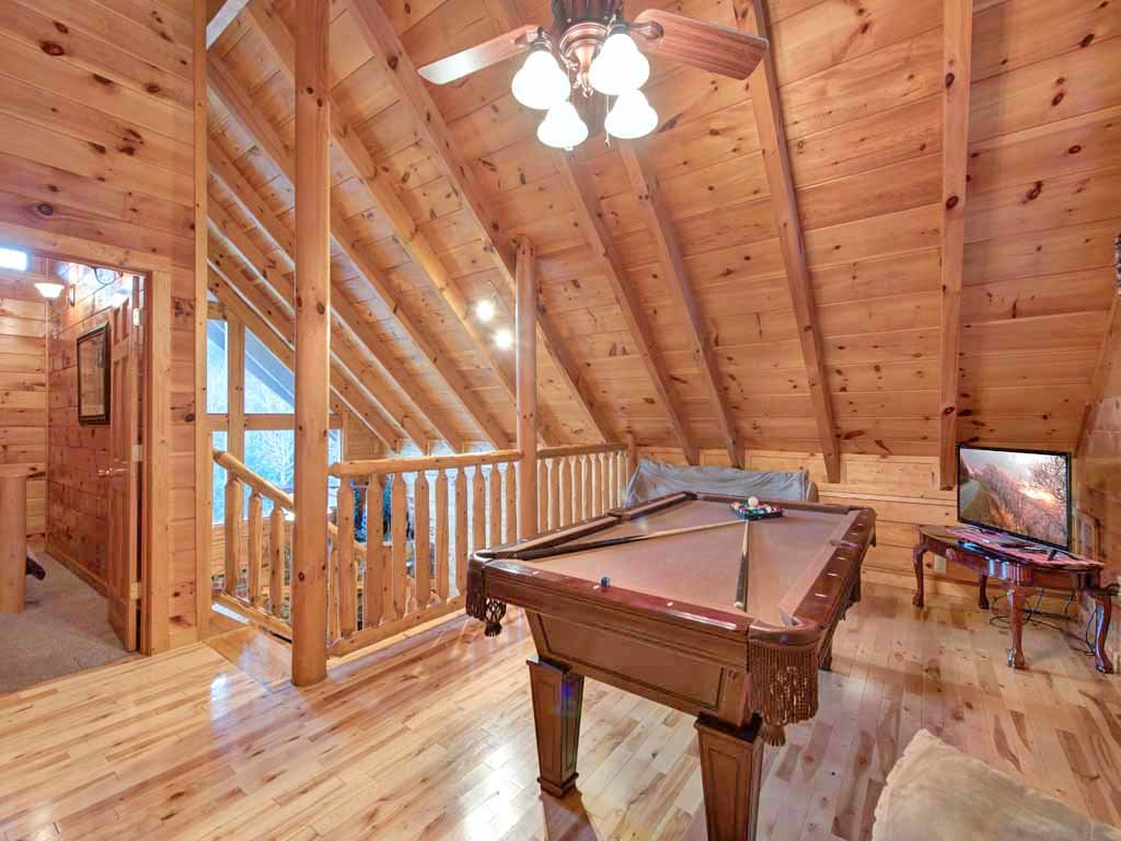 Photo of a Pigeon Forge Cabin named Bear Nook - This is the eighth photo in the set.