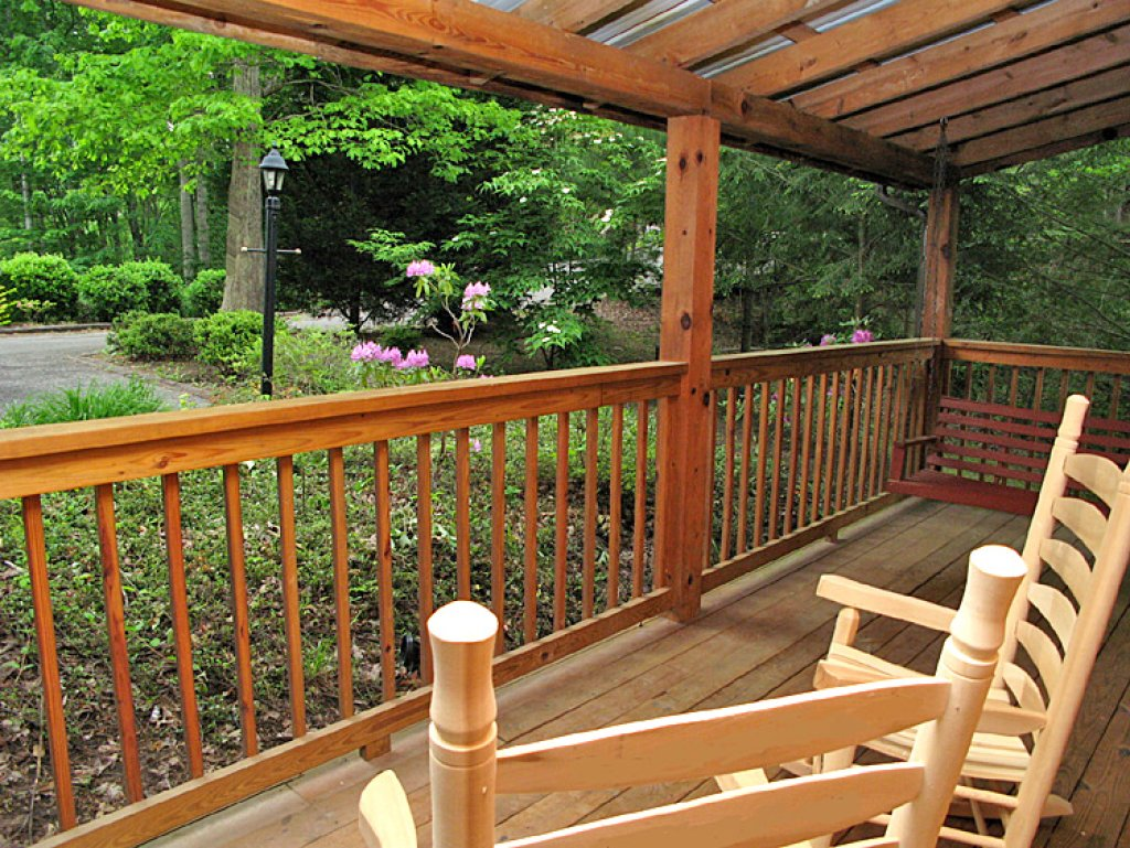 Photo of a Pigeon Forge Cabin named Robin's View - This is the second photo in the set.