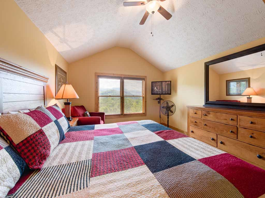 Photo of a Gatlinburg Cabin named Highpoint Escape - This is the thirteenth photo in the set.