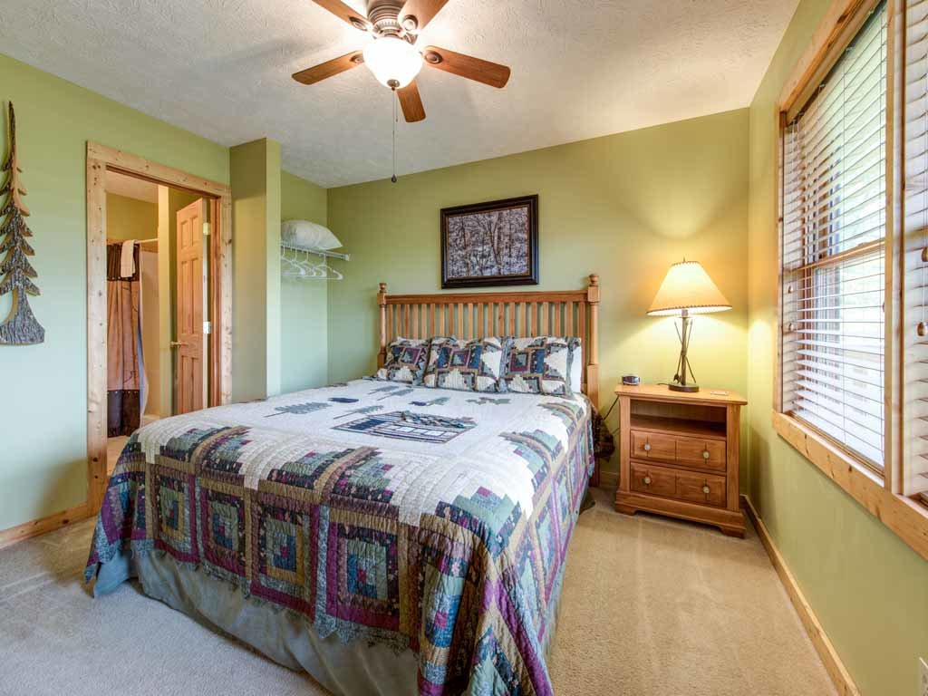 Photo of a Gatlinburg Cabin named Highpoint Escape - This is the fifteenth photo in the set.