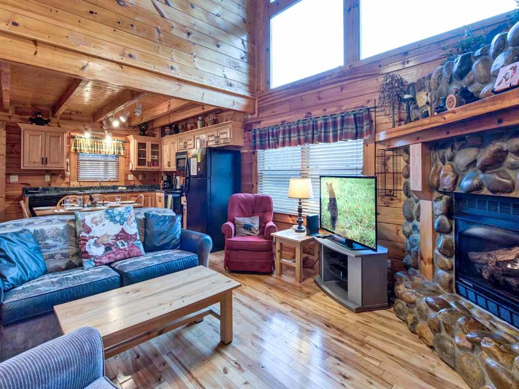 Photo of a Pigeon Forge Cabin named Bear Nook - This is the third photo in the set.