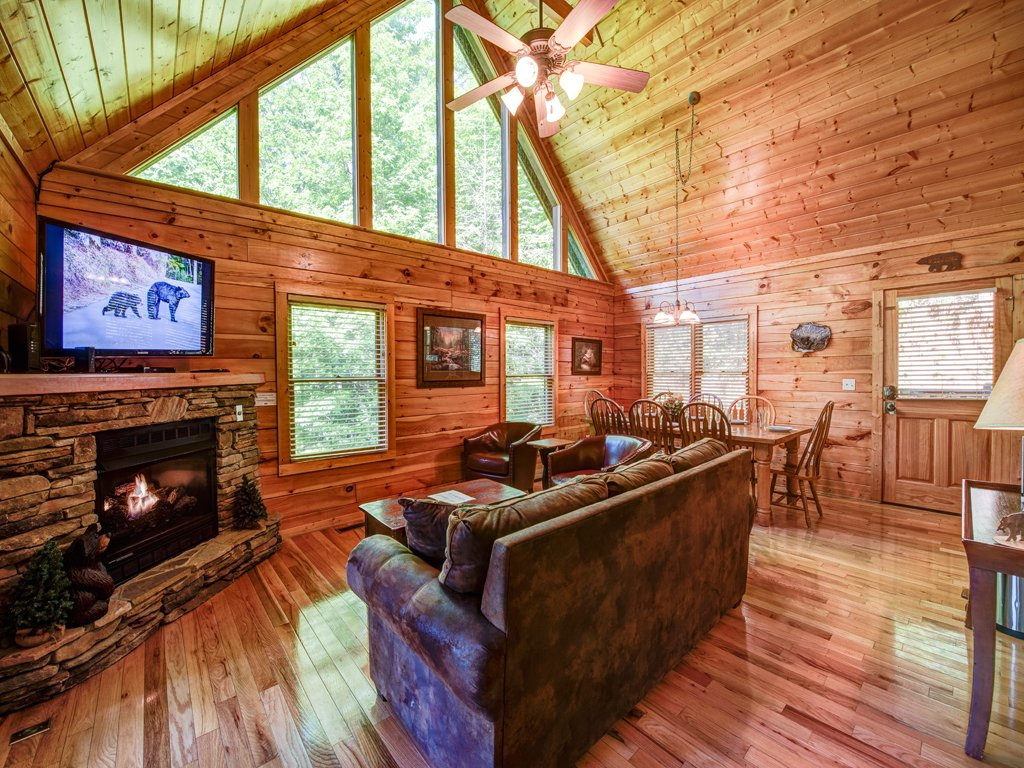Photo of a Gatlinburg Cabin named Bear's Corner - This is the third photo in the set.