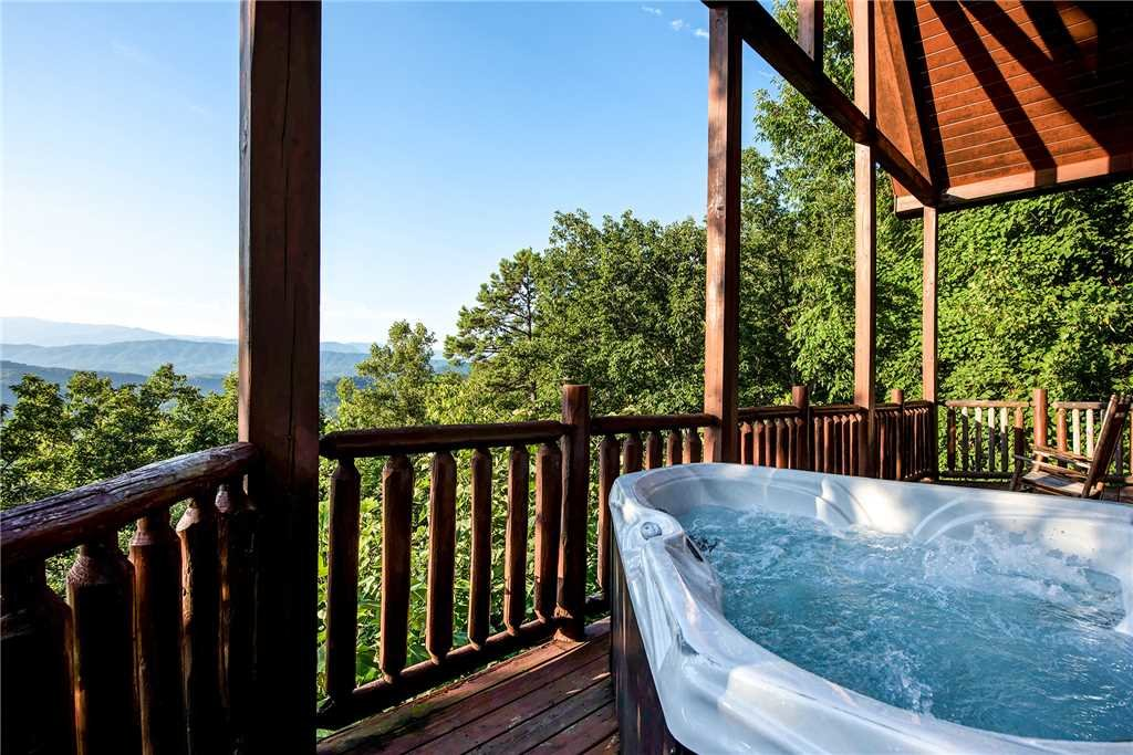 Photo of a Pigeon Forge Cabin named Bear Bluffs - This is the second photo in the set.