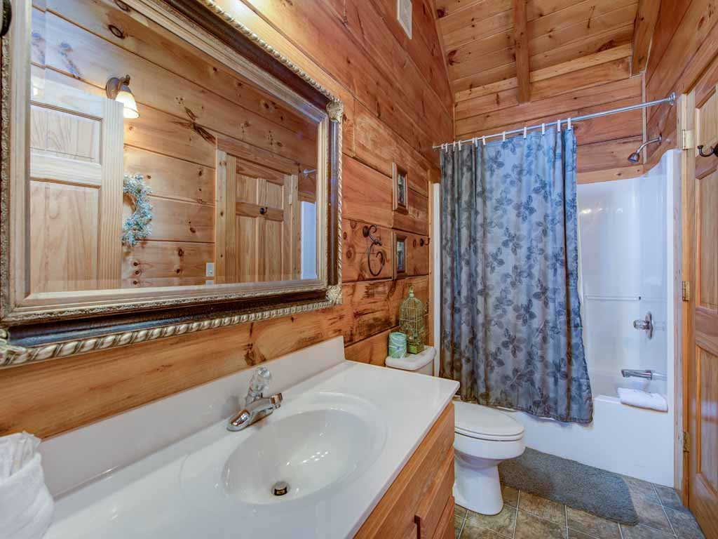 Photo of a Gatlinburg Cabin named Appalachian Lodge - This is the fifteenth photo in the set.