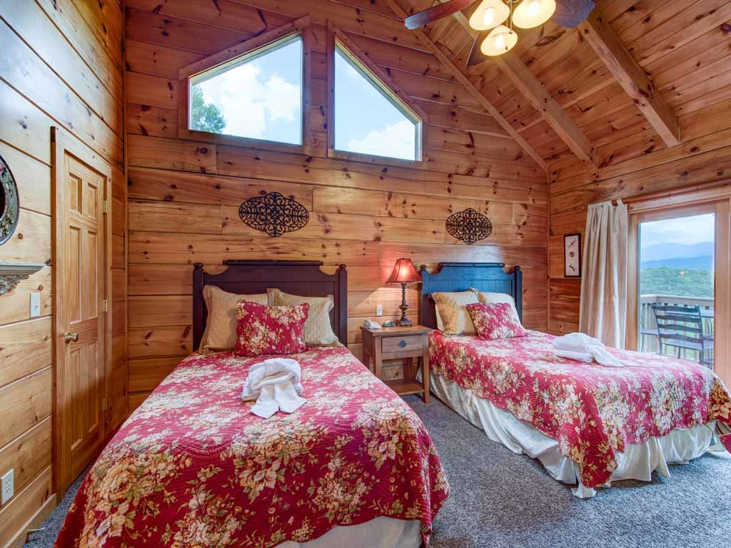 Photo of a Gatlinburg Cabin named Appalachian Lodge - This is the seventeenth photo in the set.