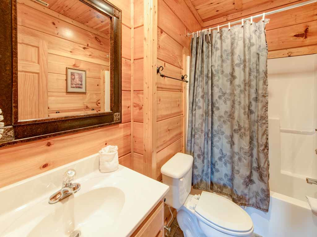 Photo of a Gatlinburg Cabin named Appalachian Lodge - This is the twenty-seventh photo in the set.