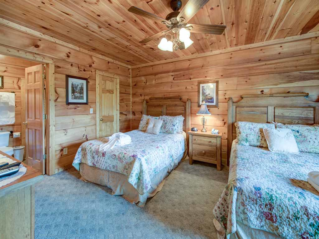 Photo of a Gatlinburg Cabin named Appalachian Lodge - This is the twenty-fifth photo in the set.
