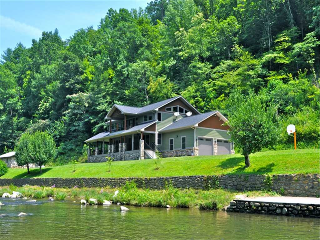 Photo of a Gatlinburg Cabin named River Memories - This is the twenty-eighth photo in the set.
