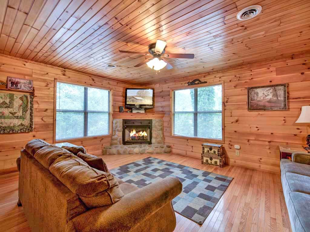 Photo of a Gatlinburg Cabin named Homespun Hospitality - This is the first photo in the set.