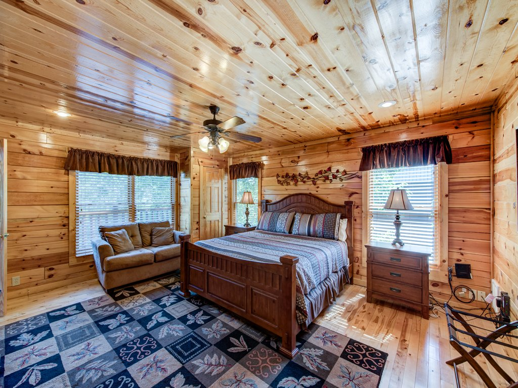 Photo of a Gatlinburg Cabin named Smoky Ridge View - This is the seventeenth photo in the set.