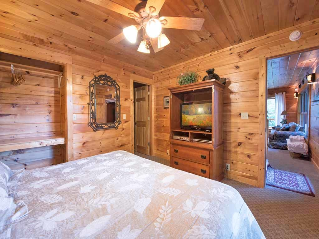 Photo of a Gatlinburg Cabin named Cozy Bear Lodge - This is the eighteenth photo in the set.