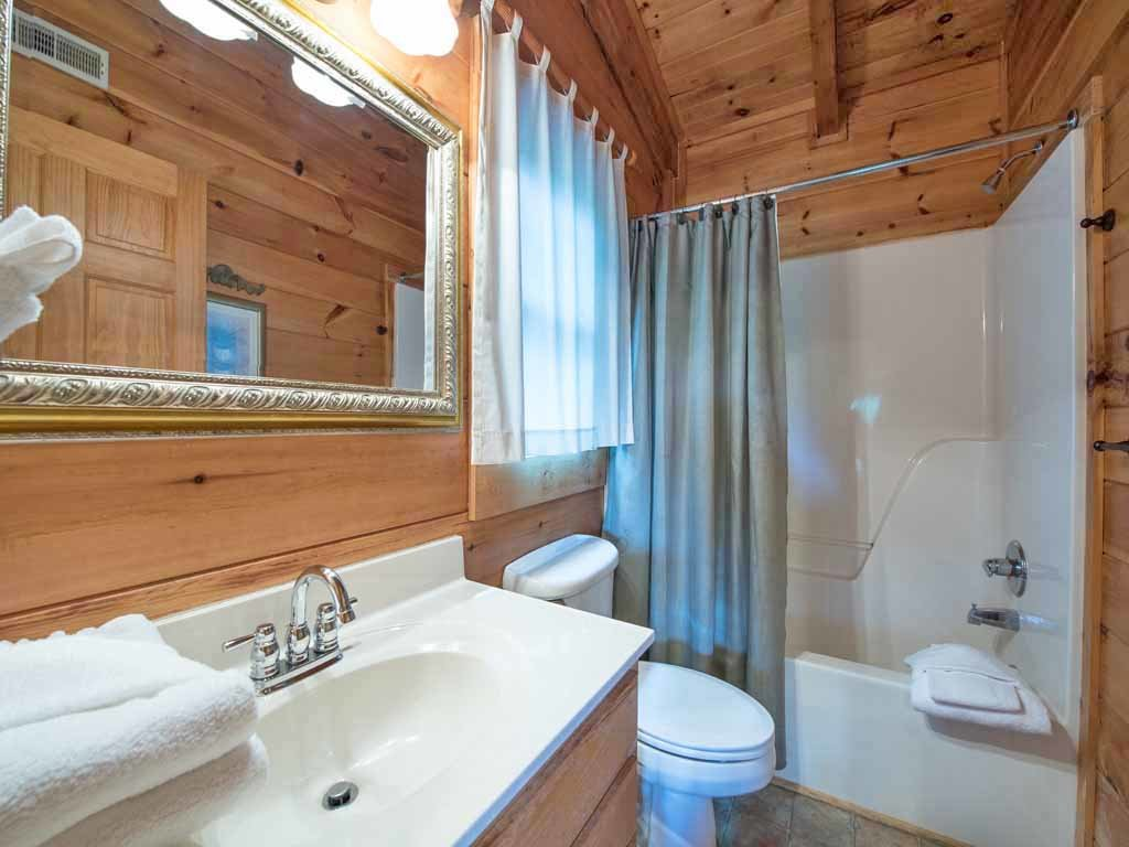 Photo of a Gatlinburg Cabin named Cozy Bear Lodge - This is the twelfth photo in the set.