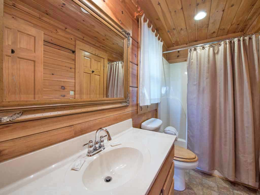 Photo of a Gatlinburg Cabin named Cozy Bear Lodge - This is the sixteenth photo in the set.