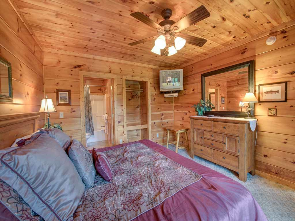 Photo of a Gatlinburg Cabin named Appalachian Lodge - This is the twenty-second photo in the set.