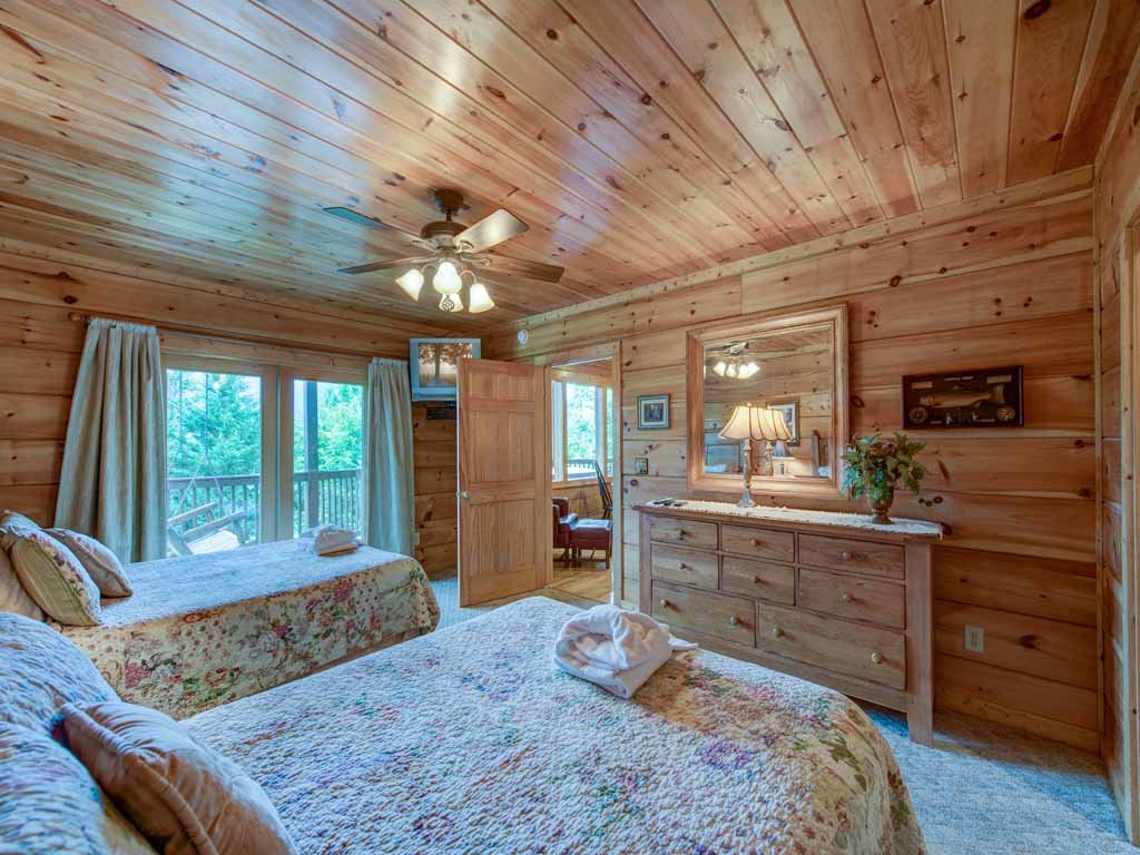 Photo of a Gatlinburg Cabin named Appalachian Lodge - This is the twenty-sixth photo in the set.