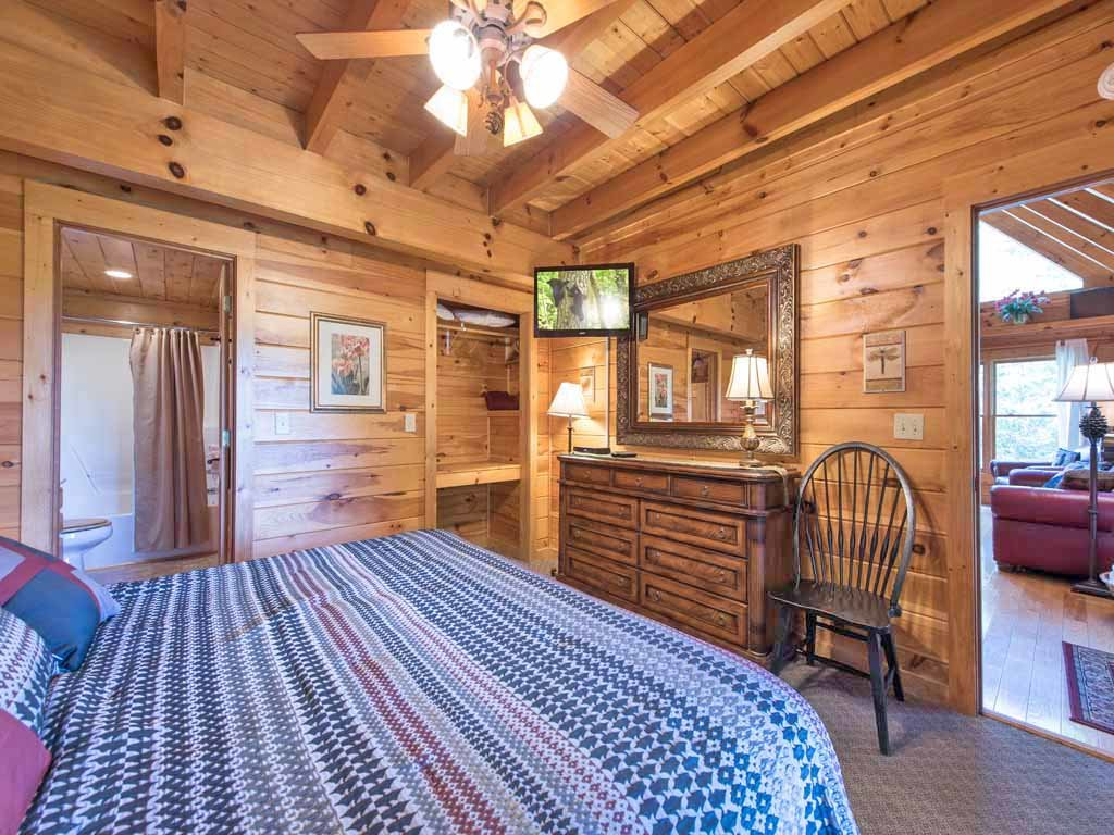 Photo of a Gatlinburg Cabin named Cozy Bear Lodge - This is the fifteenth photo in the set.