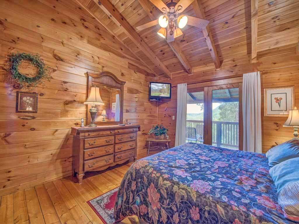 Photo of a Gatlinburg Cabin named Cozy Bear Lodge - This is the eleventh photo in the set.
