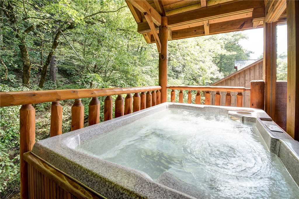 Photo of a Pigeon Forge Cabin named Creekside Romance - This is the second photo in the set.
