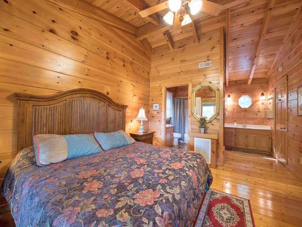 Photo of a Gatlinburg Cabin named Cozy Bear Lodge - This is the tenth photo in the set.