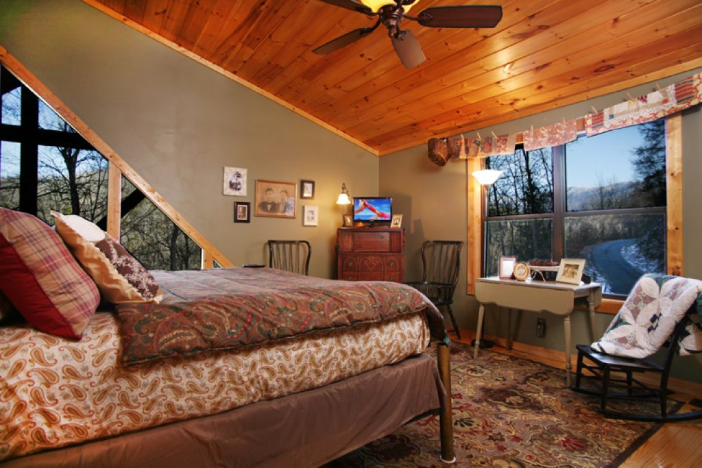 Photo of a Gatlinburg Cabin named Stonebrook Lodge - This is the twelfth photo in the set.