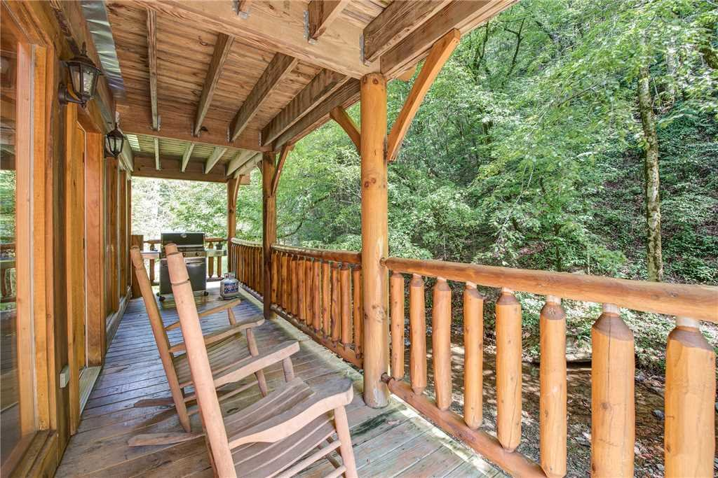 Photo of a Pigeon Forge Cabin named Creekside Romance - This is the eighteenth photo in the set.