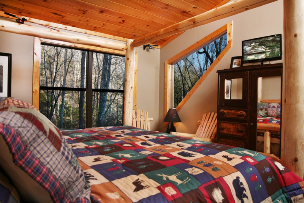 Photo of a Gatlinburg Cabin named Stonebrook Lodge - This is the seventeenth photo in the set.