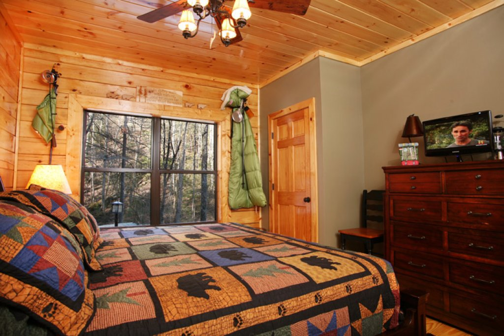 Photo of a Gatlinburg Cabin named Stonebrook Lodge - This is the fifteenth photo in the set.