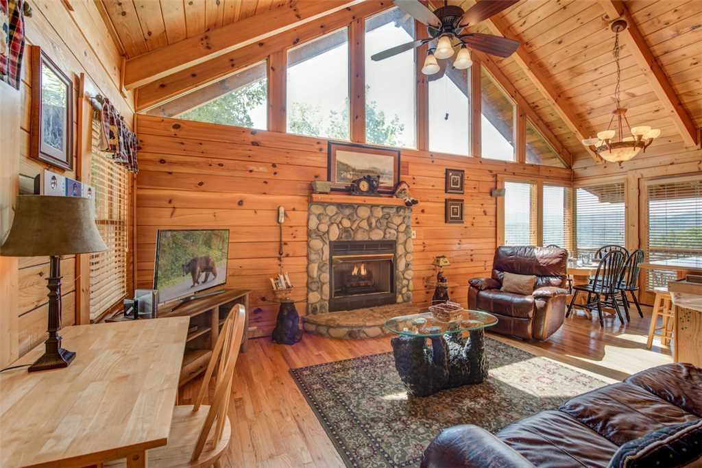 Photo of a Pigeon Forge Cabin named Absolutely Perfect - This is the third photo in the set.