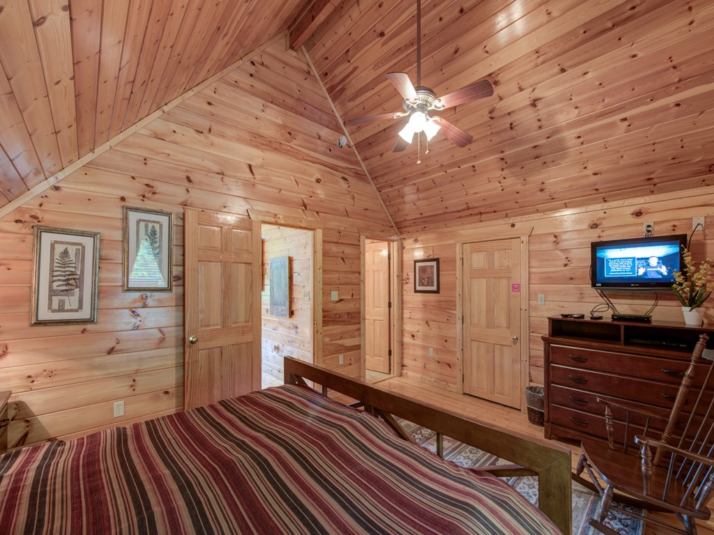 Photo of a Gatlinburg Cabin named Triple Mountain View - This is the fourteenth photo in the set.