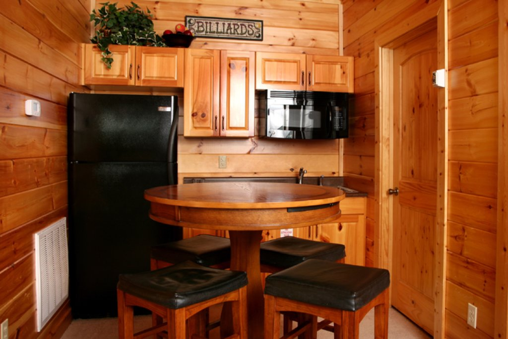 Photo of a Gatlinburg Cabin named Big Bear Lodge - This is the eighth photo in the set.