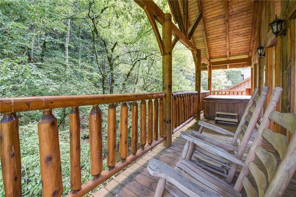 Photo of a Pigeon Forge Cabin named Creekside Romance - This is the seventeenth photo in the set.