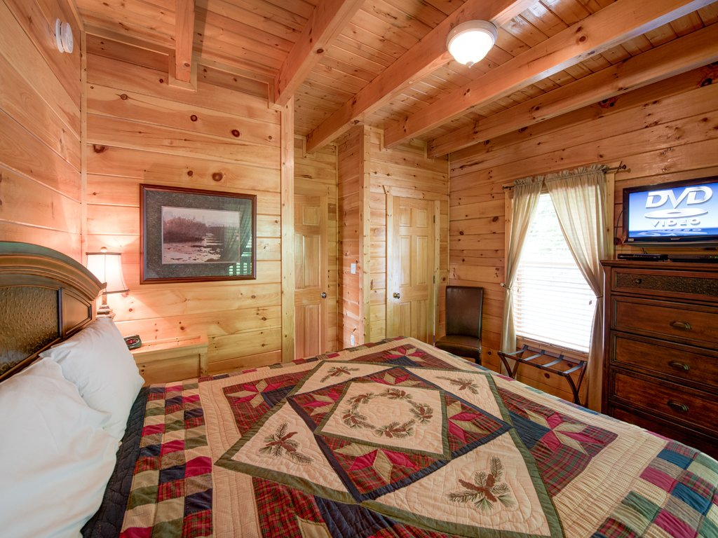Photo of a Gatlinburg Cabin named Triple Mountain View - This is the seventeenth photo in the set.