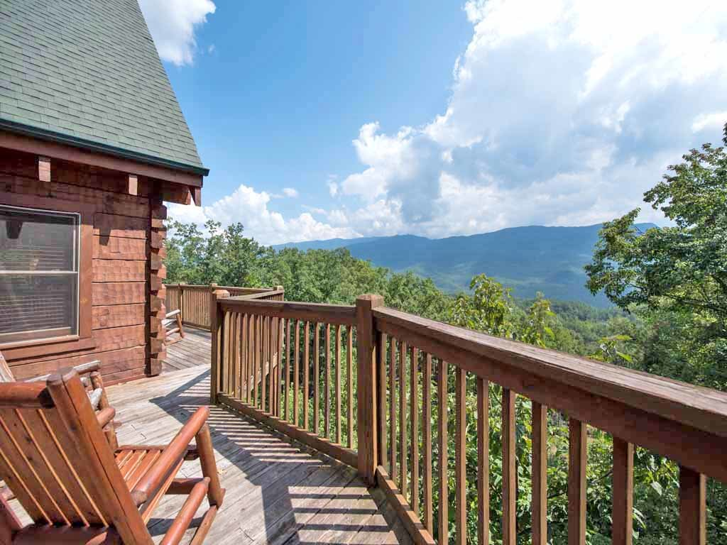 Photo of a Gatlinburg Cabin named Papa Bear's Lodge - This is the third photo in the set.