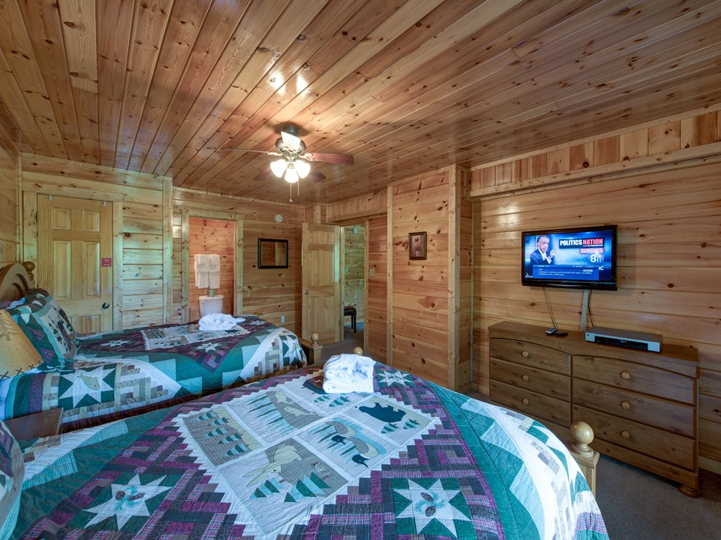 Photo of a Gatlinburg Cabin named Triple Mountain View - This is the twentieth photo in the set.