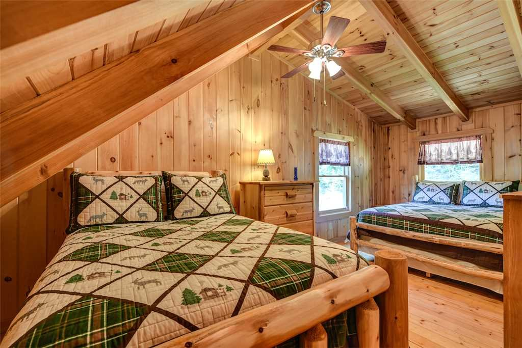 Photo of a Gatlinburg Cabin named Bear Crossing - This is the fourteenth photo in the set.