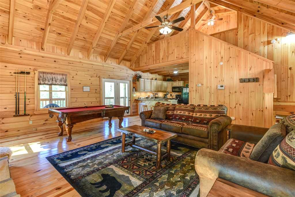 Photo of a Gatlinburg Cabin named Bear Crossing - This is the third photo in the set.